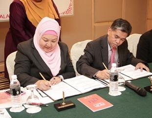 Sarimah_Jalaluddin_signing.jpg
